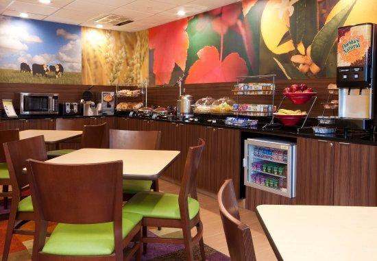 Fairfield Inn & Suites Fort Worth/Fossil Creek: Breakfast Buffet