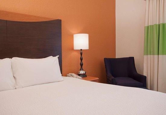 Sulphur, Луизиана: King Guest Room Sleeping Area
