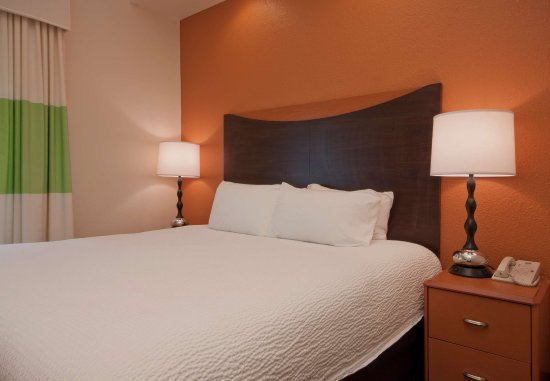 Sulphur, Луизиана: Executive King Suite Sleeping Area