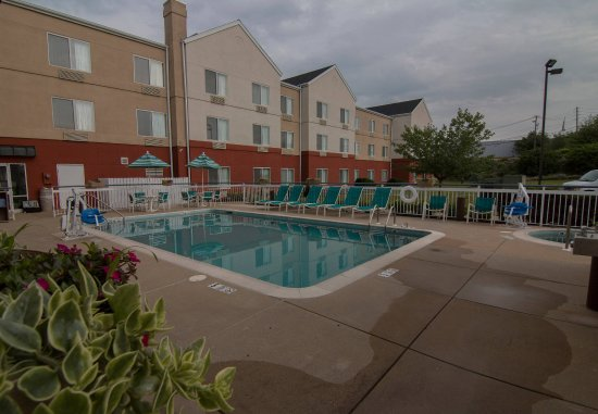Fairfield Inn & Suites Lancaster: Outdoor Pool & Hot Tub