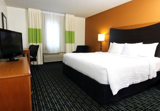 Burnsville, MN: King Guest Room