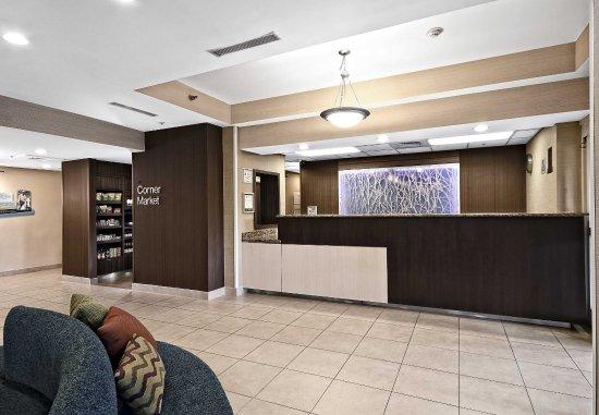 Fairfield Inn & Suites Raleigh-Durham Airport/RTP: Front Desk