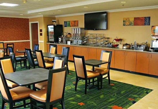 Fairfield Inn Princeton: Breakfast Area
