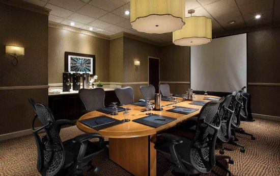 Concord, CA: Private Boardroom
