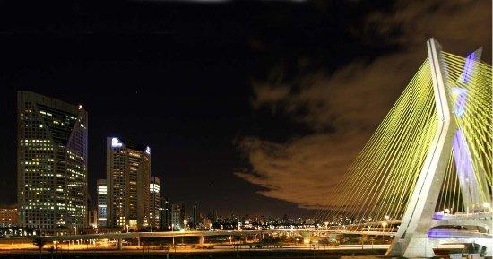Hilton Sao Paulo Morumbi: The Estaiada Bridge views from the Hilton São Paulo Morumbi