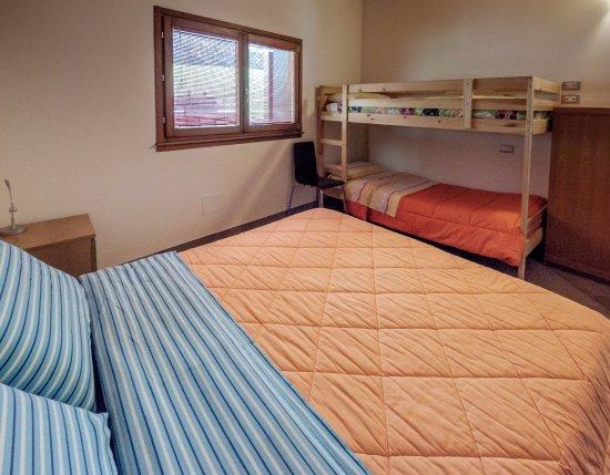 camera monte Padrio (letto matrimoniale + letto castello con bagno ...