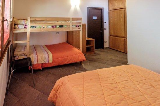 camera monte Padrio (letto matrimoniale + letto castello con ...