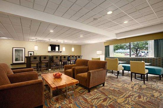 Cadillac, MI: Lobby Seating Area