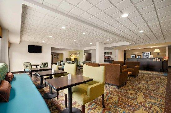 Hampton Inn Cadillac: Breakfast Area