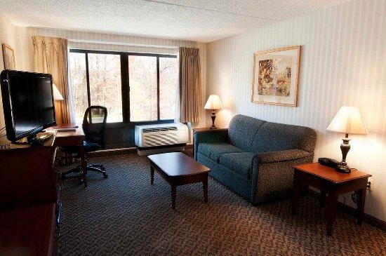 Fairfield, NJ: Kitchen Suite Living Room