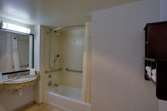 การ์เดนซิตี, นิวยอร์ก: Standard Guest Bathroom