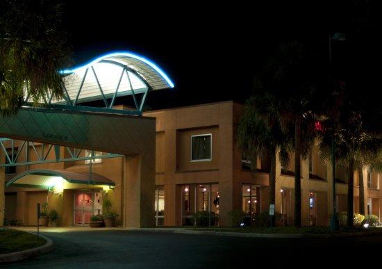 Brooksville, FL: Exterior of Hotel
