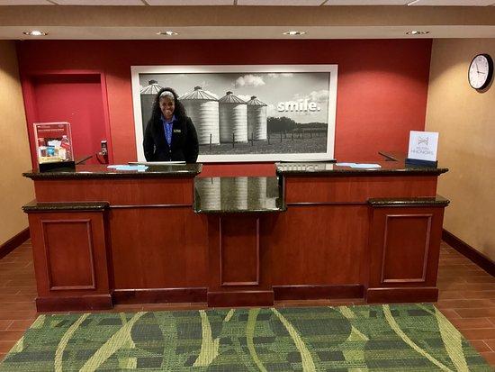 Hays, Канзас: Front Desk