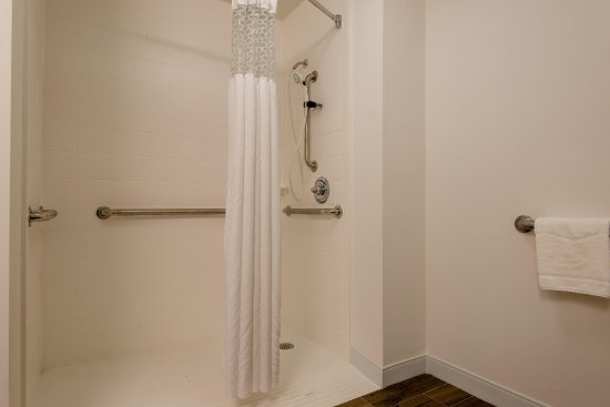 Commerce, GA: Accessible Roll-In Shower