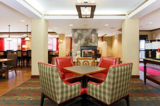 Hampton Inn Anchorage: Lobby