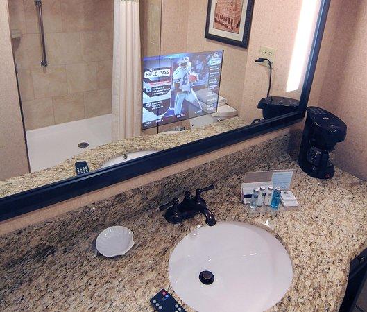 Hampton Inn & Suites Charlotte - South Park: King Study Guest Room