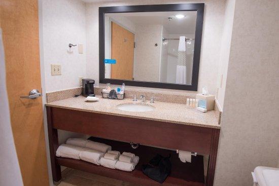 Clarksville, IN: Guest Bathroom