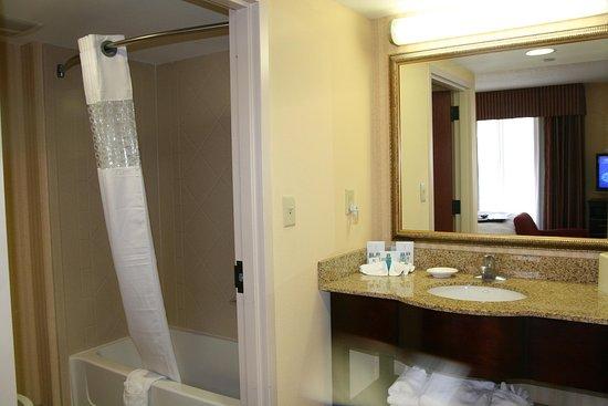 Olive Branch, MS: King Room Vanity