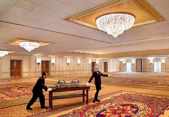 Newton, MA: Grand Ballroom Catering