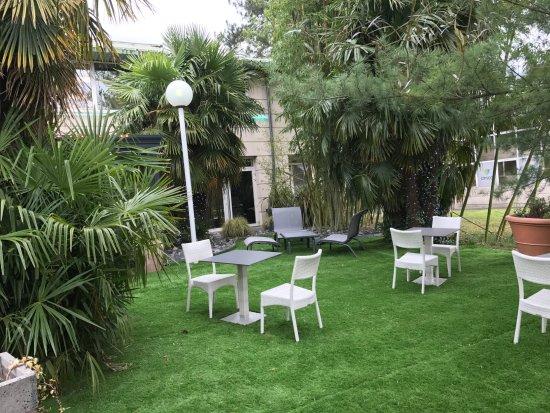 Grande salle foto di arcadius francheville tripadvisor - Petit jardin harrogate lyon ...