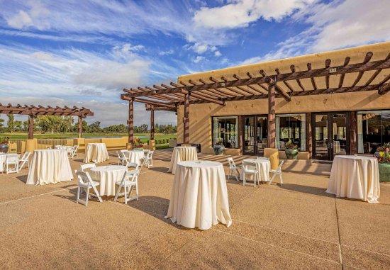 Paradise Valley, AZ: Weddings at Lakeview