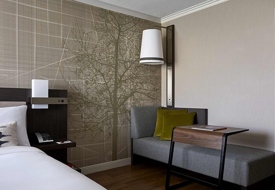 Bethesda, Maryland: King Guest Room - Seating