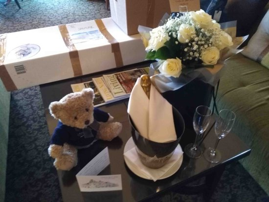 Crathorne, UK: Arrival Wedding Room Gifts