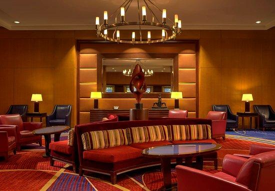 Crystal Gateway Marriott: Lobby Seating Area