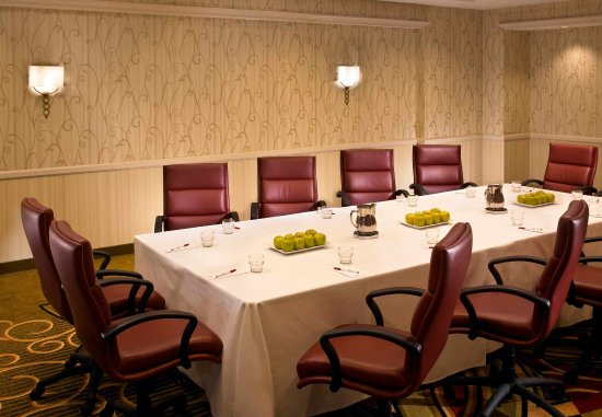 Downers Grove, IL: Boardroom