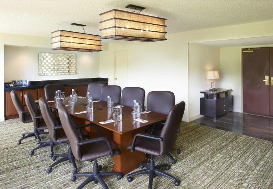 Town and Country, MO: Executive Boardroom