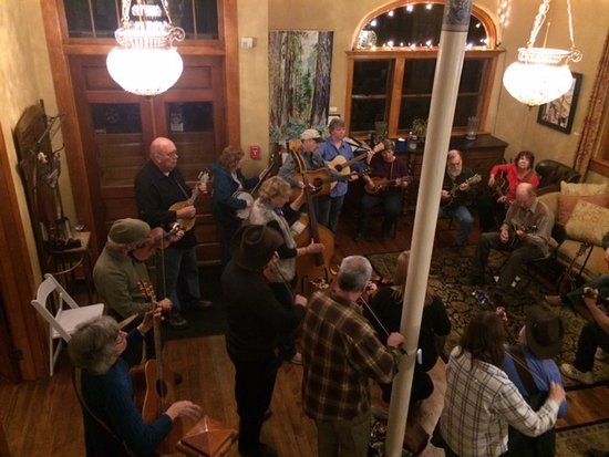 Dufur, OR: Bluegrass music in the living room of the Balch Hotel
