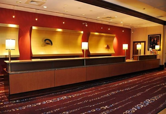 Indianapolis Marriott Downtown: Front Desk