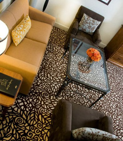 Pewaukee, WI: King Suite Seating Area