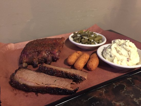 Marion, VA: Ribs and Brisket
