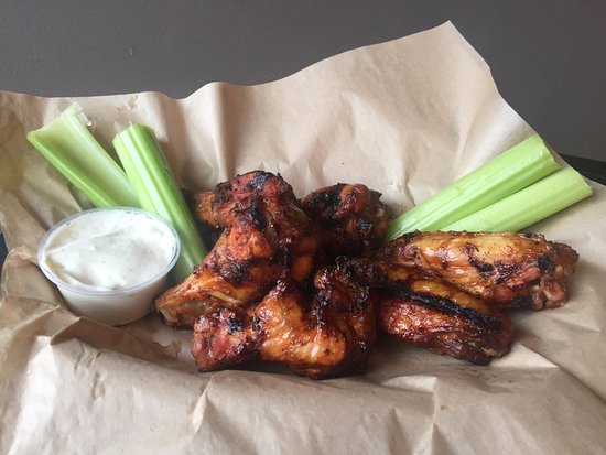 Marion, VA: Smoked Wings
