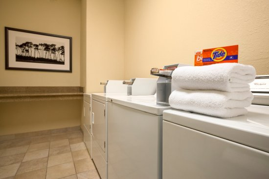 Pinellas Park, FL: Guest Laundry