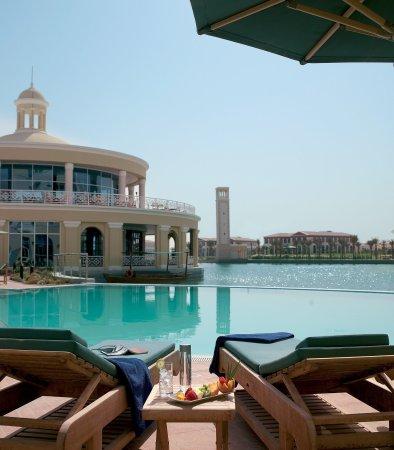 Marriott Executive Apartments Dubai, Green Community : Outdoor Pool Deck