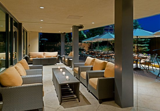 Lone Tree, โคโลราโด: Sonoma'z Outdoor Patio