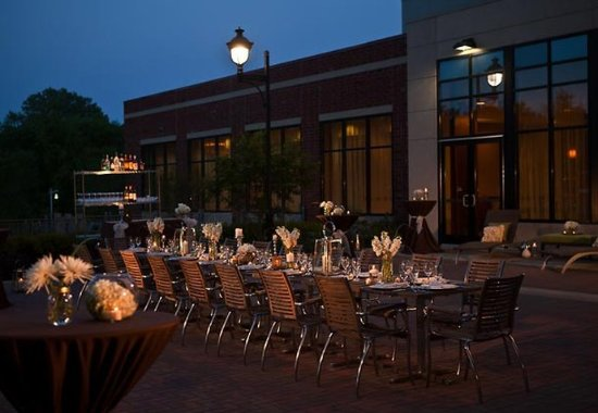 Coralville Marriott Hotel & Conference Center: Social Terrace Wedding Reception