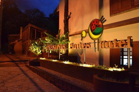 Passaro Suites Hotel: FACHADA PARCIAL