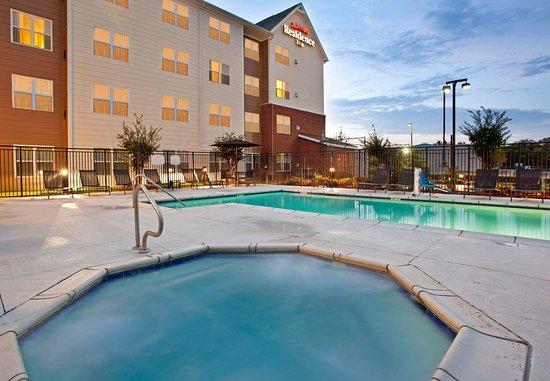 Ridgeland, MS: Outdoor Pool & Hot Tub