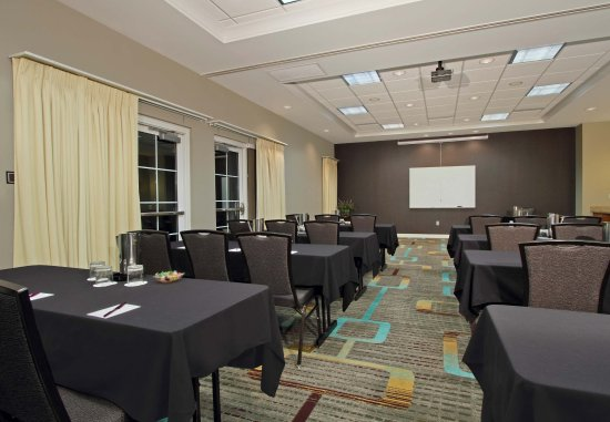 Residence Inn Phoenix Glendale Sports & Entertainment District: Meeting Space