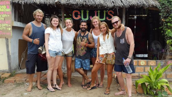 Tofo, Mozambique: Another bunch of happy,smiling and super satisfied customers at GUJU'S!