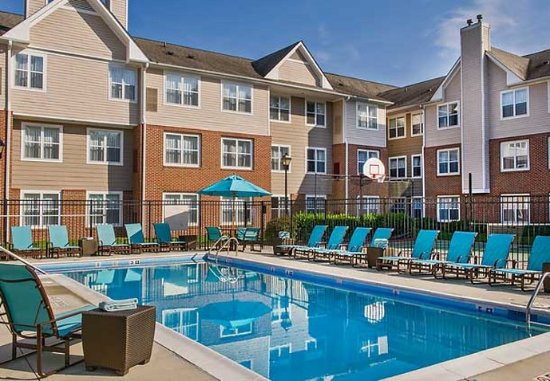 Residence Inn Raleigh Cary: Outdoor Pool