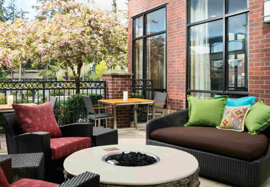 Redmond, WA: Patio Seating and Fire Pit