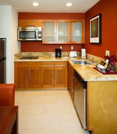 Ла-Мирада, Калифорния: Suite Kitchen