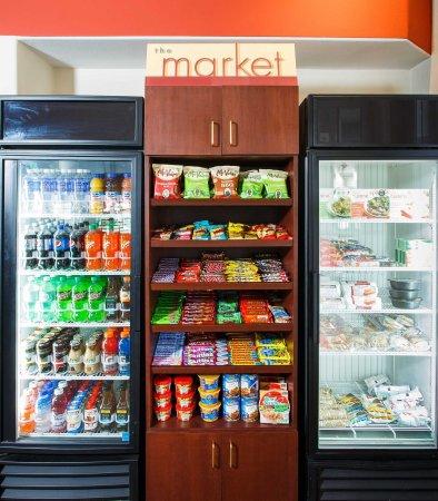 Ла-Мирада, Калифорния: The Market