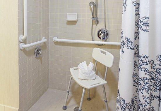 Oldsmar, Floryda: Two-Bedroom Suite Accessible Bathroom