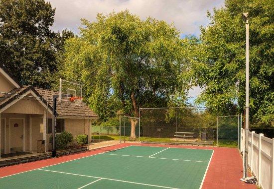 Tukwila, WA: Sport Court