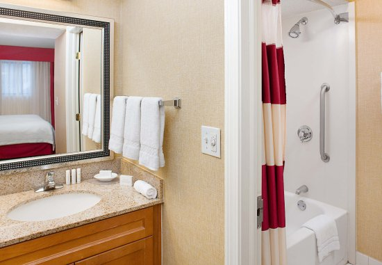 Windsor, CT: Suite Bathroom